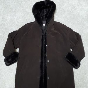 Talboats women faux fur trim coat size M.